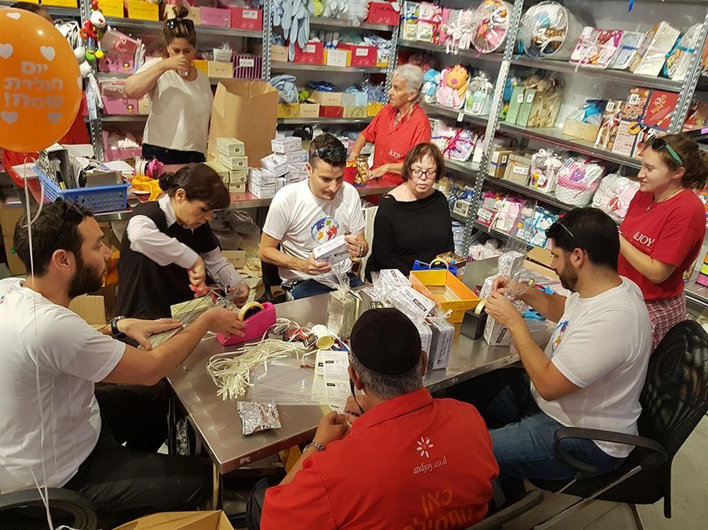 בני נוער מתנדבים בחופש הגדול לעבודה לצד אנשים עם מוגבלויות