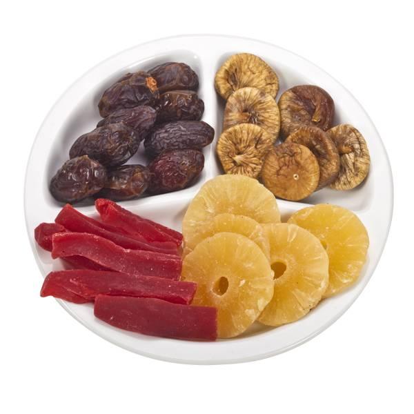התמונה הראשית של פירות יבשים במגש מחולק