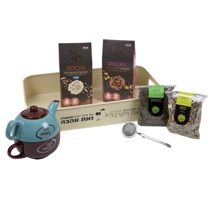 התמונה הראשית של תה ושוקולד מוגשים באהבה