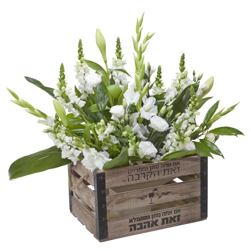התמונה הראשית של סידור פרחים מפואר בארגז עץ