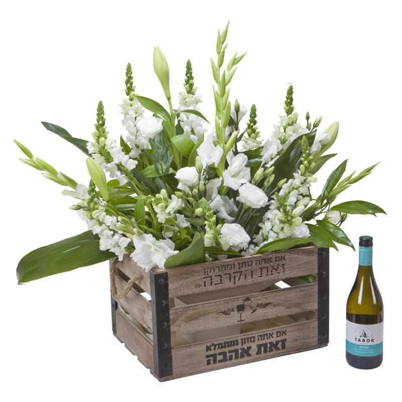 התמונה הראשית של סידור פרחים מפואר בארגז עץ עם פנינים