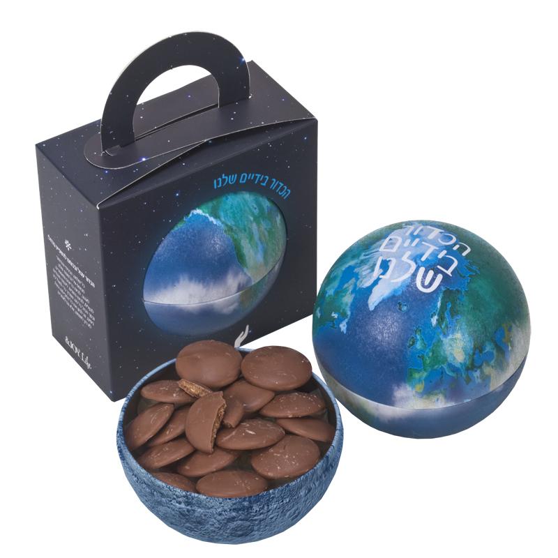 התמונה הראשית של שוקולד גורמה בכדור הארץ עברית