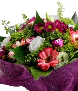 פרחים ומתוקים ליולדת